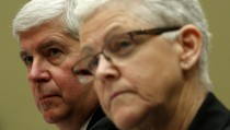 """Michigan Governor Rick Snyder (L)  and EPA Administrator Gina McCarthy (R) testify before a House Oversight and government Reform hearing  on """"Examining Federal Administration of the Safe Drinking Water Act in Flint, Michigan, Part III"""" on Capitol Hill in Washington March 17, 2016. REUTERS/Kevin Lamarque - RTSAWEO"""