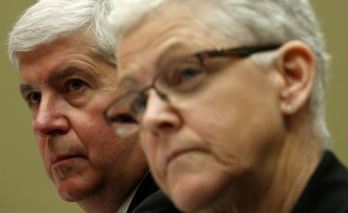 "Michigan Governor Rick Snyder (L)  and EPA Administrator Gina McCarthy (R) testify before a House Oversight and government Reform hearing  on ""Examining Federal Administration of the Safe Drinking Water Act in Flint, Michigan, Part III"" on Capitol Hill in Washington March 17, 2016. REUTERS/Kevin Lamarque - RTSAWEO"