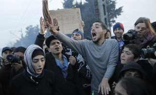 Refguees react during a protest asking for the opening of borders at a makeshift camp at the Greek-Macedonian border near the village of Idomeni, Greece, March 18, 2016.  REUTERS/Alkis Konstantinidis   - RTSB44F