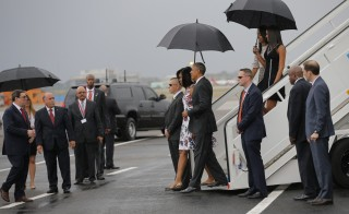 U.S. President Barack Obama and his wife Michelle approach Cuba's foreign minister Bruno Rodriguez (L) as they arrive at Havana's international airport for a three-day trip, in Havana March 20, 2016.   REUTERS/Carlos Barria - RTSBD4F