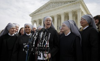 Sister Loraine McGuire with Little Sisters of the Poor speaks to the media after Zubik v. Burwell, an appeal brought by Christian groups demanding full exemption from the requirement to provide insurance covering contraception under the Affordable Care Act, was heard by the U.S. Supreme Court in Washington March 23, 2016. REUTERS/Joshua Roberts      TPX IMAGES OF THE DAY      - RTSBXHB
