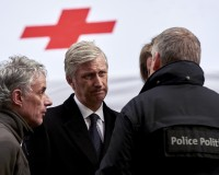 Belgian King Philippe (C) attends a ceremony outside the metro station of Maalbeek in Brussels following bomb attacks in Brussels metro and the airport in Zaventem, Belgium, March 23, 2016. REUTERS/Eric Herchaft/Pool - RTSBYMZ