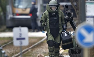 A bomb disposal expert takes part in a search in the Brussels borough of Schaerbeek following Tuesday's bombings in Brussels, Belgium, March 24, 2016.    REUTERS/Christian Hartmann - RTSC7RK