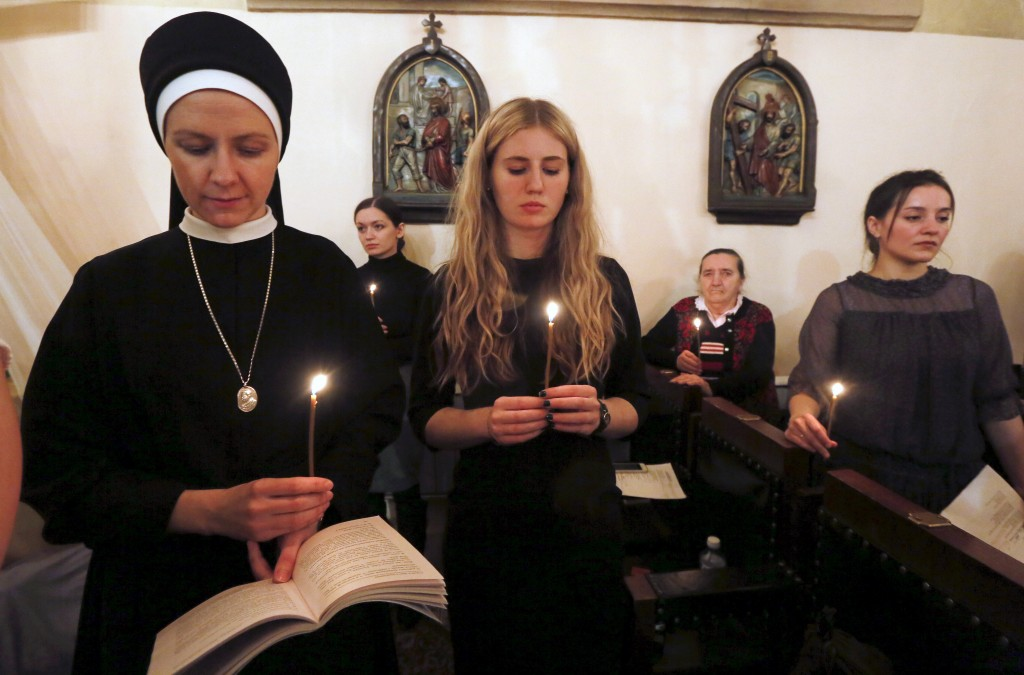 Believers attend a service at a Roman Catholic church on the eve of Easter Sunday in Krasnoyarsk, Siberia, Russia, March 26, 2016. Picture taken March 26, 2016. REUTERS/Ilya Naymushin - RTSCDSG