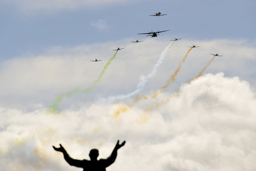 A military flyby passes over O'Connell Street during the commemoration of the 100 year anniversary of the Irish Easter Rising in Dublin, Ireland, March 27, 2016.  REUTERS/Clodagh Kilcoyne  TPX IMAGES OF THE DAY - RTSCEG2