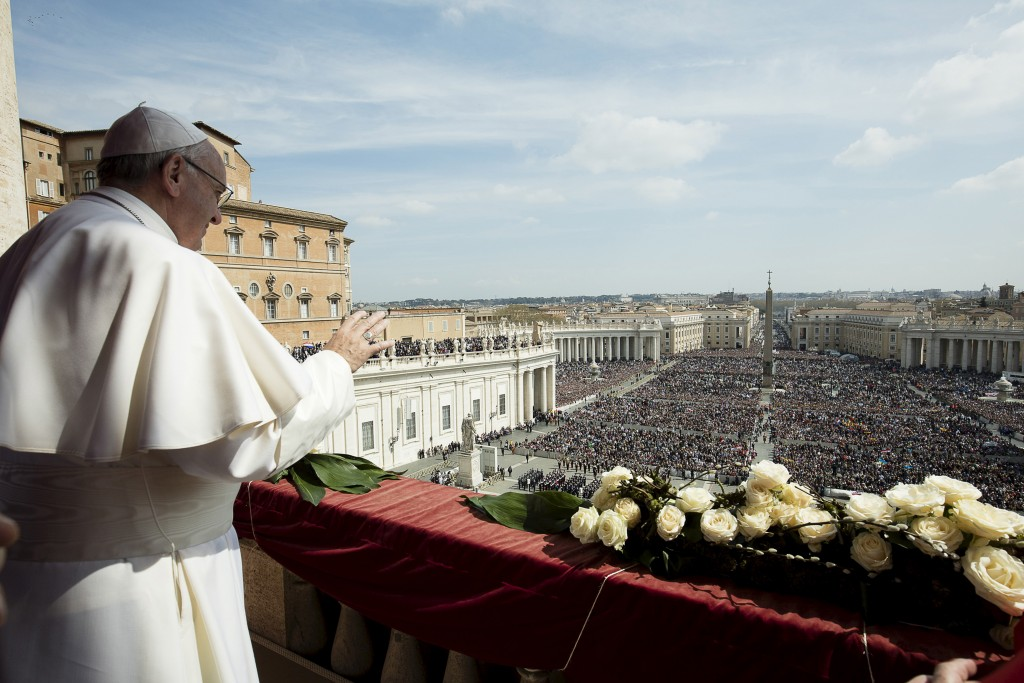 Pope Francis delivers the Urbi et Orbi benediction at the end of the Easter Mass in Saint Peter's Square at the Vatican March 27, 2016.  REUTERS/Osservatore Romano/Handout via Reuters     ATTENTION EDITORS - THIS PICTURE WAS PROVIDED BY A THIRD PARTY. REUTERS IS UNABLE TO INDEPENDENTLY VERIFY THE AUTHENTICITY, CONTENT, LOCATION OR DATE OF THIS IMAGE. EDITORIAL USE ONLY. NOT FOR SALE FOR MARKETING OR ADVERTISING CAMPAIGNS. NO RESALES. NO ARCHIVE. THIS PICTURE IS DISTRIBUTED EXACTLY AS RECEIVED BY REUTERS, AS A SERVICE TO CLIENTS. - RTSCEHM