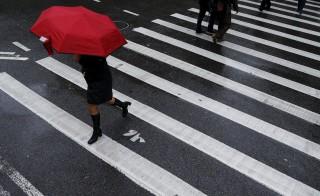 Pedestrians cross a street in the Manhattan borough of New York. Photo by Brendan McDermid/Reuters
