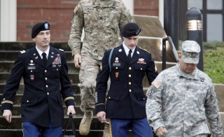 U.S. Army Sergeant Bowe Bergdahl (2nd R) leaves the courthouse with his defense attorney, Lt. Col. Franklin Rosenblatt (L), after an arraignment hearing for his court-martial in Fort Bragg, North Carolina, December 22, 2015. Bergdahl, who spent five years as a Taliban prisoner after walking away from his combat outpost in Afghanistan in 2009, did not enter a plea on Tuesday at his arraignment on charges spurred by his disappearance.   REUTERS/Jonathan Drake - RTX1ZSBO