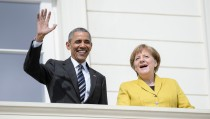 HANOVER, GERMANY - APRIL 24:  U.S. President Barack Obama waves during a welcome ceremony at Herrenhausen Palace accompanied by German Chancellor Angela Merkel on Obama's first day of a two-day trip to Germany on April 24, 2016 in Hanover, Germany. Obama is in Hanover to visit the Hanover Messe, the world's biggest industrial fair, and tomorrow will meet with other western European leaders.  (Photo by Michael Ukas - Pool / Getty Images)