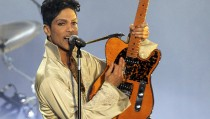 U.S. musician Prince performs for the first time in Britain since 2007 at the Hop Farm Festival near Paddock Wood, southern England July 3, 2011. Photo by Olivia Harris/Reuters
