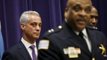 Chicago Mayor Rahm Emanuel (L) listens to Eddie Johnson (R) after introducing him as the Interim Superintendent of the Chicago Police Department, during a news conference in Chicago, March 28, 2016. REUTERS/Kamil Krzaczynski - RTSCKAB