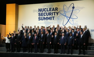 World leaders gather for for a family photo at the Nuclear Security Summit in Washington  April 1, 2016. REUTERS/Jim Bourg  - RTSD721