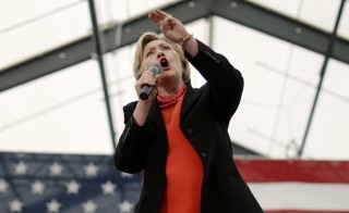 U.S. Democratic presidential candidate Hillary Clinton speaks at a campaign rally in Syracuse, New York, April 1, 2016.  REUTERS/Mike Segar - RTSD7DL