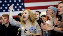 Supporters of Democratic U.S. presidential candidate Bernie Sanders cheer while waiting for him to speak at a campaign rally in Milwaukee, Wisconsin April 4, 2016. REUTERS/Mark Kauzlarich - RTSDLAB