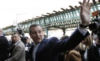 U.S. Republican presidential candidate Ted Cruz waves to a supporter as he arrives for a campaign stop at the Sabrosura restaurant in the Bronx borough of New York City, April 6, 2016.  REUTERS/Mike Segar - RTSDVZC
