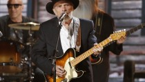 Merle Haggard performs at the 56th annual Grammy Awards in Los Angeles, California January 26, 2014.   REUTERS/ Mario Anzuoni  (UNITED STATES  TAGS:ENTERTAINMENT) (GRAMMYS-SHOW) - RTX17WF8