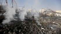 A man walks on the rubble of an electronics warehouse store after a Saudi-led air strike destroyed it in Yemen's capital Sanaa February 14, 2016. REUTERS/Khaled Abdullah      TPX IMAGES OF THE DAY      - RTX26U9Y