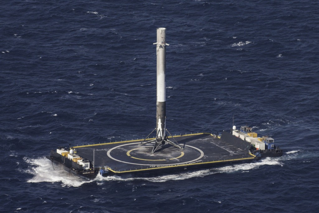 The reusable main-stage booster from the SpaceX Falcon 9 rocket makes a successful landing on a platform in the Atlantic Ocean about 185 miles (300 km) off the coast of Florida April 8, 2016.  SpaceX/Reuters
