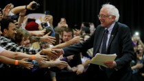 U.S. Democratic presidential candidate and U.S. Senator Bernie Sanders greets audience members as he takes the stage at a campaign rally in Syracuse, New York April 12, 2016.  REUTERS/Brian Snyder - RTX29NKI