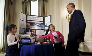 President Barack Obama speaks with Kimberly and Rebecca Yeung of Seattle during the 2016 White House Science Fair. Photo by Kevin Lamarque/Reuters