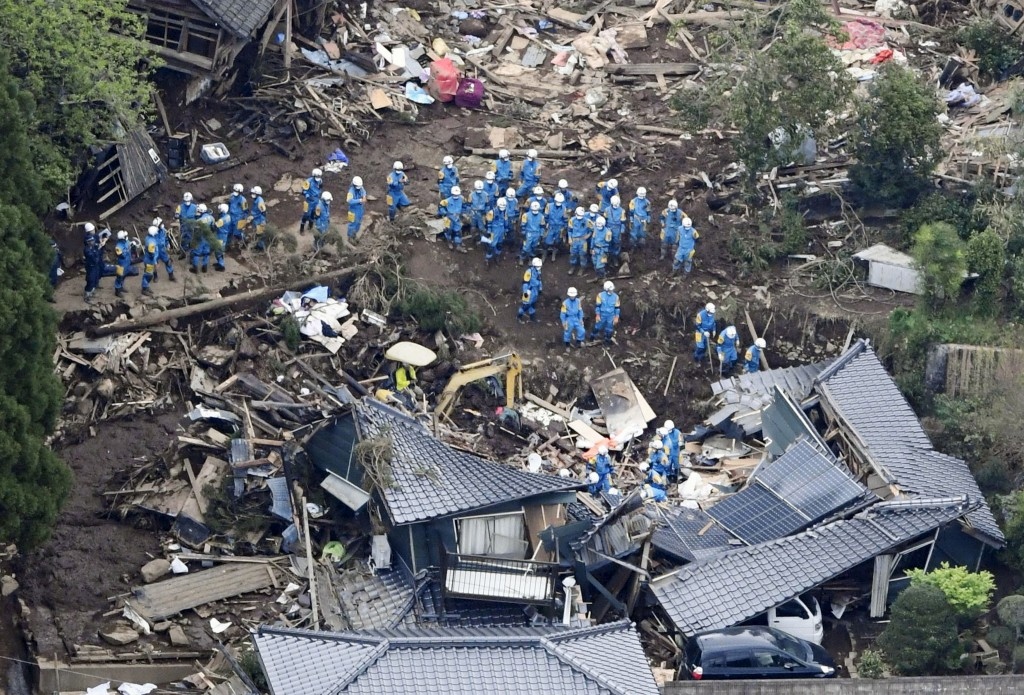 Rescue workers conduct a search and rescue operation to a collapsed house at a landslide site caused by earthquakes in Minamiaso town, Kumamoto prefecture, southern Japan, in this photo taken by Kyodo April 16, 2016. Mandatory credit   REUTERS/Kyodo  ATTENTION EDITORS - FOR EDITORIAL USE ONLY. NOT FOR SALE FOR MARKETING OR ADVERTISING CAMPAIGNS. THIS IMAGE HAS BEEN SUPPLIED BY A THIRD PARTY. IT IS DISTRIBUTED, EXACTLY AS RECEIVED BY REUTERS, AS A SERVICE TO CLIENTS. MANDATORY CREDIT. JAPAN OUT. NO COMMERCIAL OR EDITORIAL SALES IN JAPAN.    - RTX2A7C1