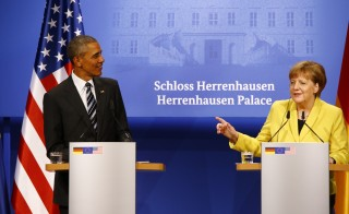 German Chancellor Angela Merkel and U.S. President Barack Obama speak to media during a news conference after their talks at Schloss Herrenhausen in Hanover, Germany April 24, 2016.          REUTERS/Wolfgang Rattay   - RTX2BFGJ