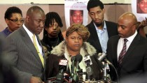 Samaria Rice (C), the mother of Tamir Rice, the 12-year old boy who was fatally shot by police last month while carrying what turned out to be a replica toy gun, speaks surrounded by Benjamin Crump (L), Leonard Warner (2nd R) and Walter Madison (R) during a news conference at the Olivet Baptist Church in Cleveland, Ohio December 8, 2014. The city of Cleveland agreed to pay the family of Tamir Rice $6 million to settle a lawsuit over the shooting of the 12-year-old black boy in 2014 by a white policeman, according to documents filed on April 25, 2016 in federal court.  REUTERS/Aaron Josefczyk/File Photo - RTX2BK7D