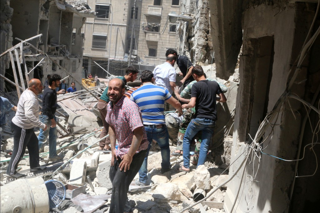 People search for survivors at a site hit by airstrikes in the rebel-held al-Kalaseh neighborhood of Aleppo, Syria on April 28. Photo by Abdalrhman Ismail/Reuters