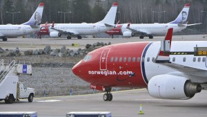 A view of parked aircrafts belonging to budget carrier Norwegian at Stockholm Arlanda Airport March 5, 2015. Budget carrier Norwegian Air Shuttle has held new talks with its striking pilots but no solution was found to the six-day conflict, a spokeswoman said on Thursday. At least 650 pilots are on strike, grounding many of the airline's flights within Norway, Sweden and Denmark, and between the three countries, while intercontinental flights and some European routes continue as planned.  REUTERS/Johan Nilsson/TT News Agency (SWEDEN - Tags: BUSINESS EMPLOYMENT TRANSPORT)   ATTENTION EDITORS - THIS PICTURE WAS PROVIDED BY A THIRD PARTY. FOR EDITORIAL USE ONLY. NOT FOR SALE FOR MARKETING OR ADVERTISING CAMPAIGNS. THIS PICTURE IS DISTRIBUTED EXACTLY AS RECEIVED BY REUTERS, AS A SERVICE TO CLIENTS. SWEDEN OUT. NO COMMERCIAL OR EDITORIAL SALES IN SWEDEN. NO COMMERCIAL SALES - RTR4S6AB
