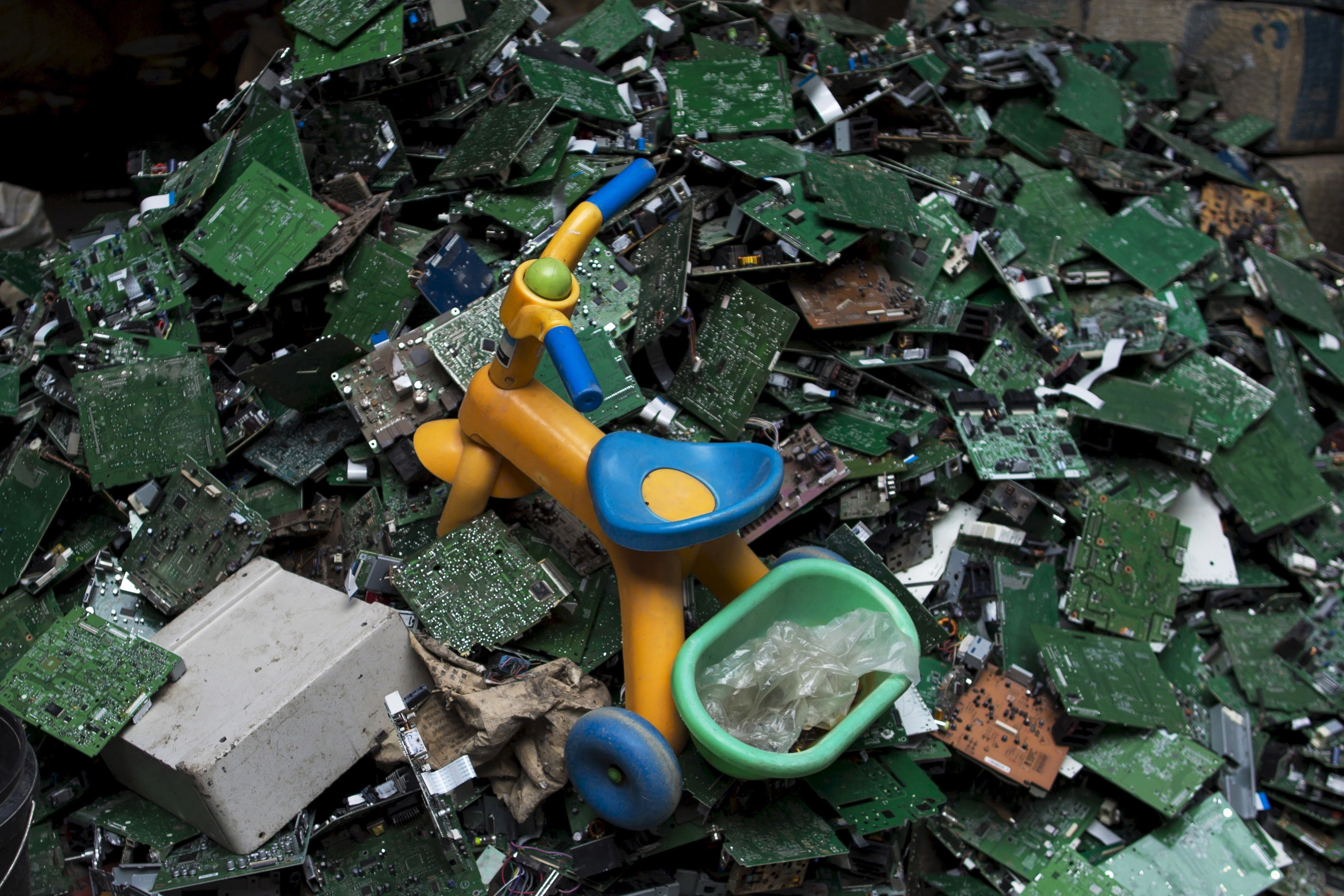 Where Does Americas E Waste End Up Gps Tracker Tells All Pbs Recycling Machinery Circuit Board Scrap Computer Newshour