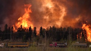 Wildfire is worsening along highway 63 Fort McMurray, Alberta, Canada, May 3, 2016. Terry Reith/CBC News/Handout via REUTERS ATTENTION EDITORS - THIS IMAGE WAS PROVIDED BY A THIRD PARTY. EDITORIAL USE ONLY. NO RESALES. NO ARCHIVE.  MANDATORY CREDIT. ONE TIME USE ONLY. - RTX2CTR3