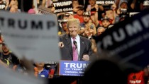 Republican U.S. presidential candidate Donald Trump speaks to supporters in Charleston, West Virginia, U.S. May 5, 2016.  REUTERS/Chris Tilley - RTX2D1H1