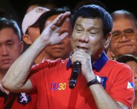 "Philippine presidential candidate and Davao city mayor Rodrigo 'Digong' Duterte gestures during a ""Miting de Avance"" (last political campaign rally) before the national elections at Rizal park in Manila in the Philippines May 7, 2016. REUTERS/Romeo Ranoco - RTX2D9JN"