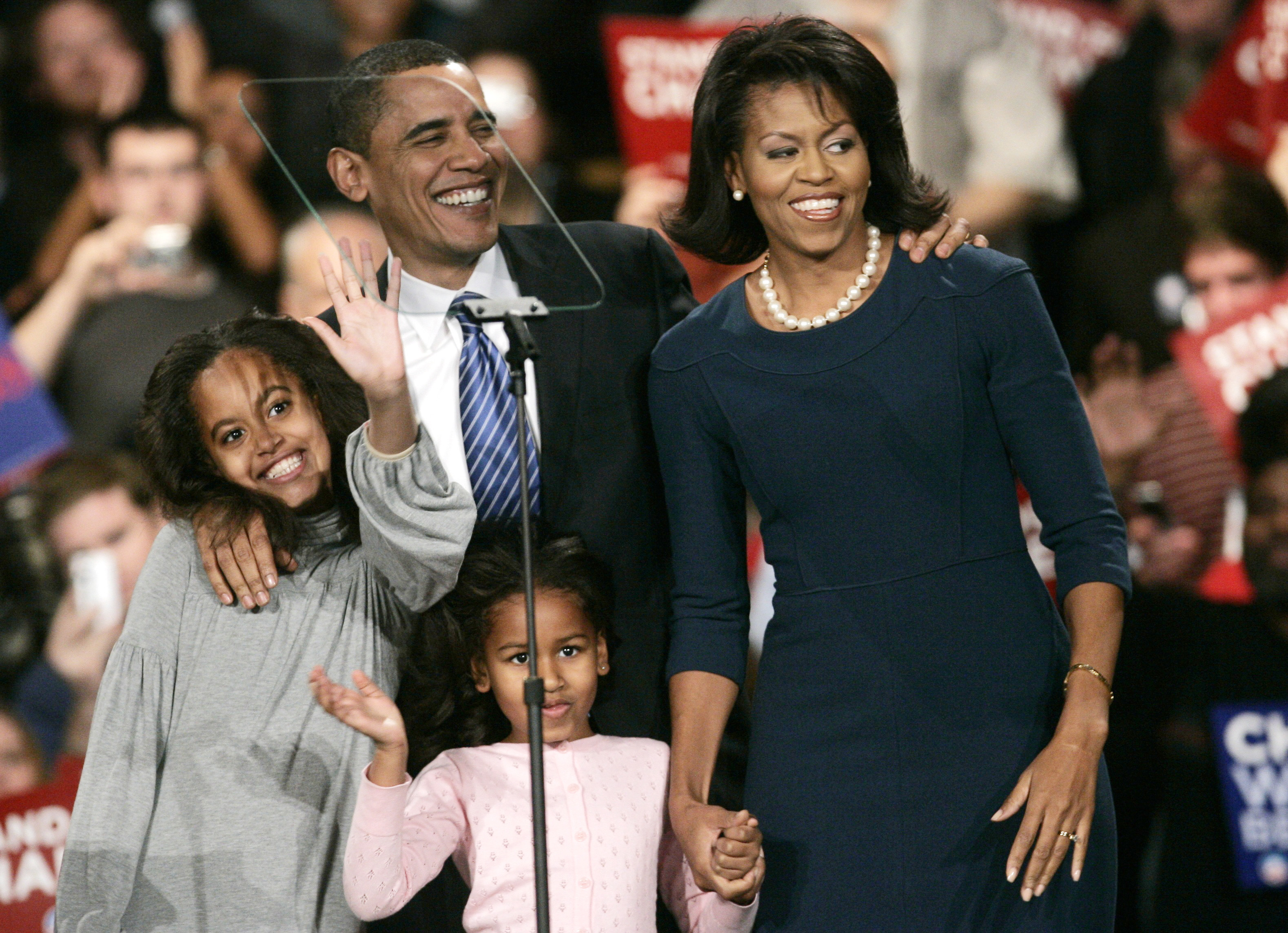 Photos Over 8 Years First Daughters Malia And Sasha Grow Up In The White House Pbs Newshour
