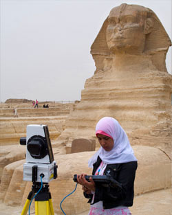 A woman from the laser-scanning team in front of Sphinx