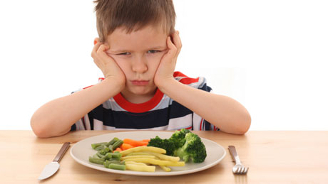 Что делать, если ребенок плохо ест? - фото