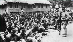 Chinese prisoners and Japanese soldiers