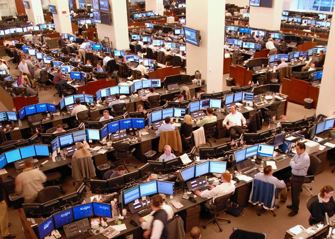 traders at computers