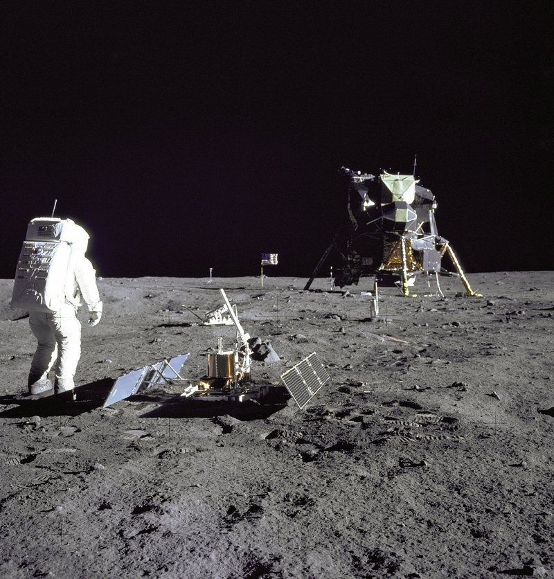 aldrinseismometer_apollo11_big.jpg