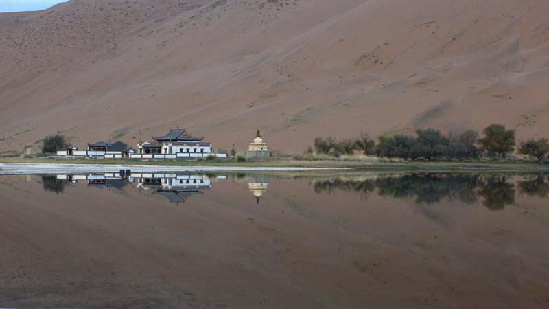 Badain_Jaran_Temple_Reflection