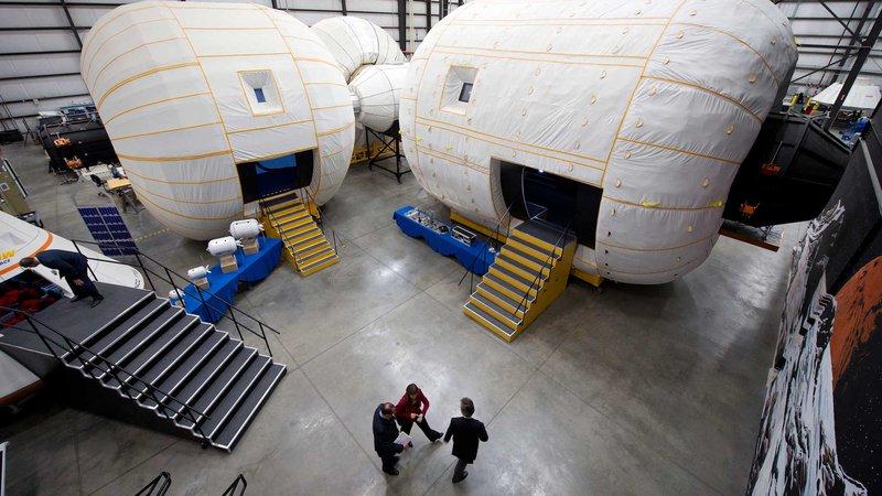 NASA Deputy Administrator Tours Bigelow Aerospace