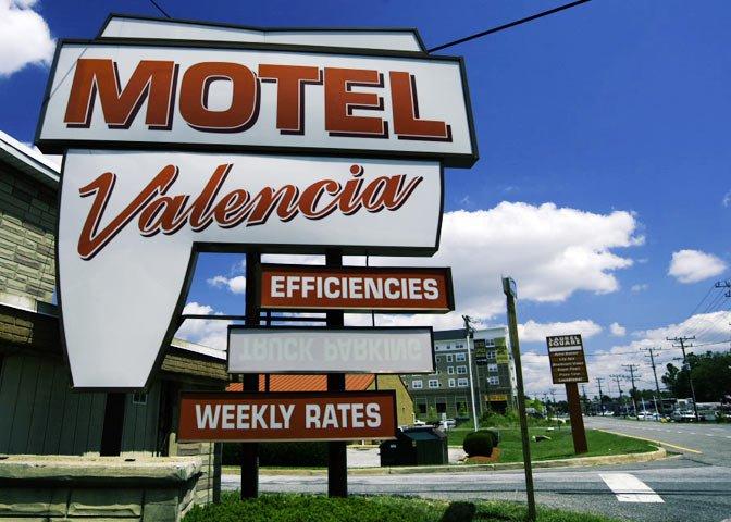 Valencia Motel sign