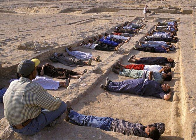 demo of pyramid builders sleeping