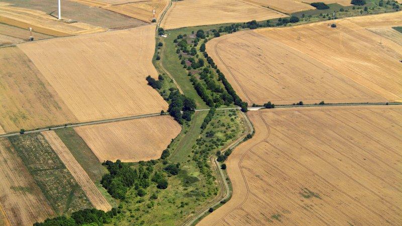 Luftbild von der ehemaligen Grenze zwischen den beiden deutschen Staaten bei Mackenrode im Landkreis Nordhausen.
