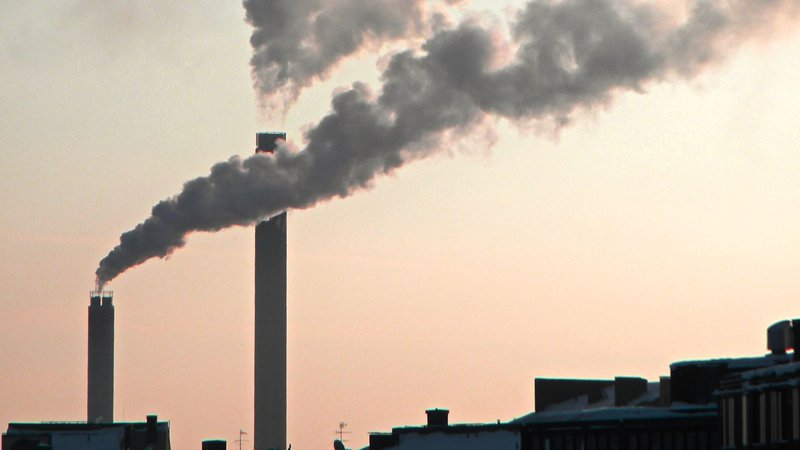 Smoke_plume_from_chimney_of_power_plant