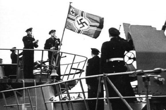 U-869 flag middle