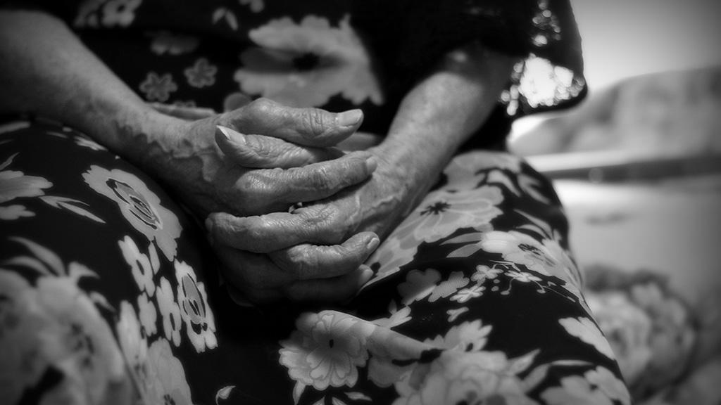 aged-hands-blackwhite