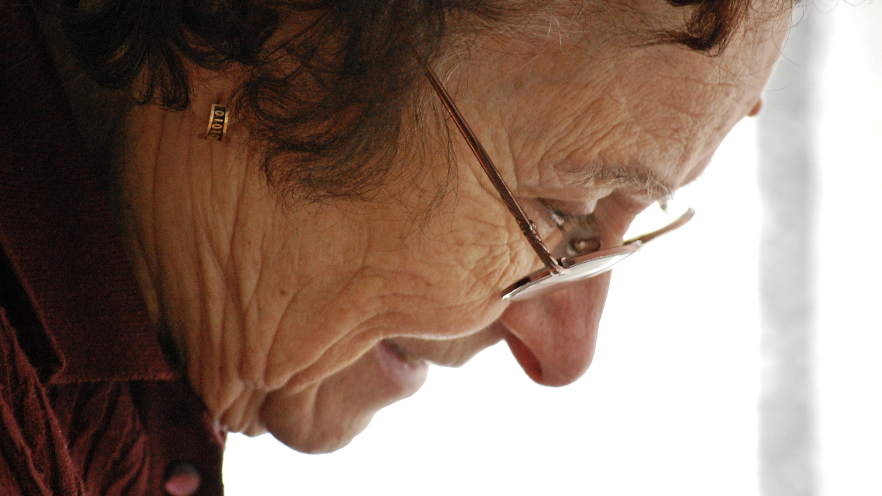 elderly-woman-profile
