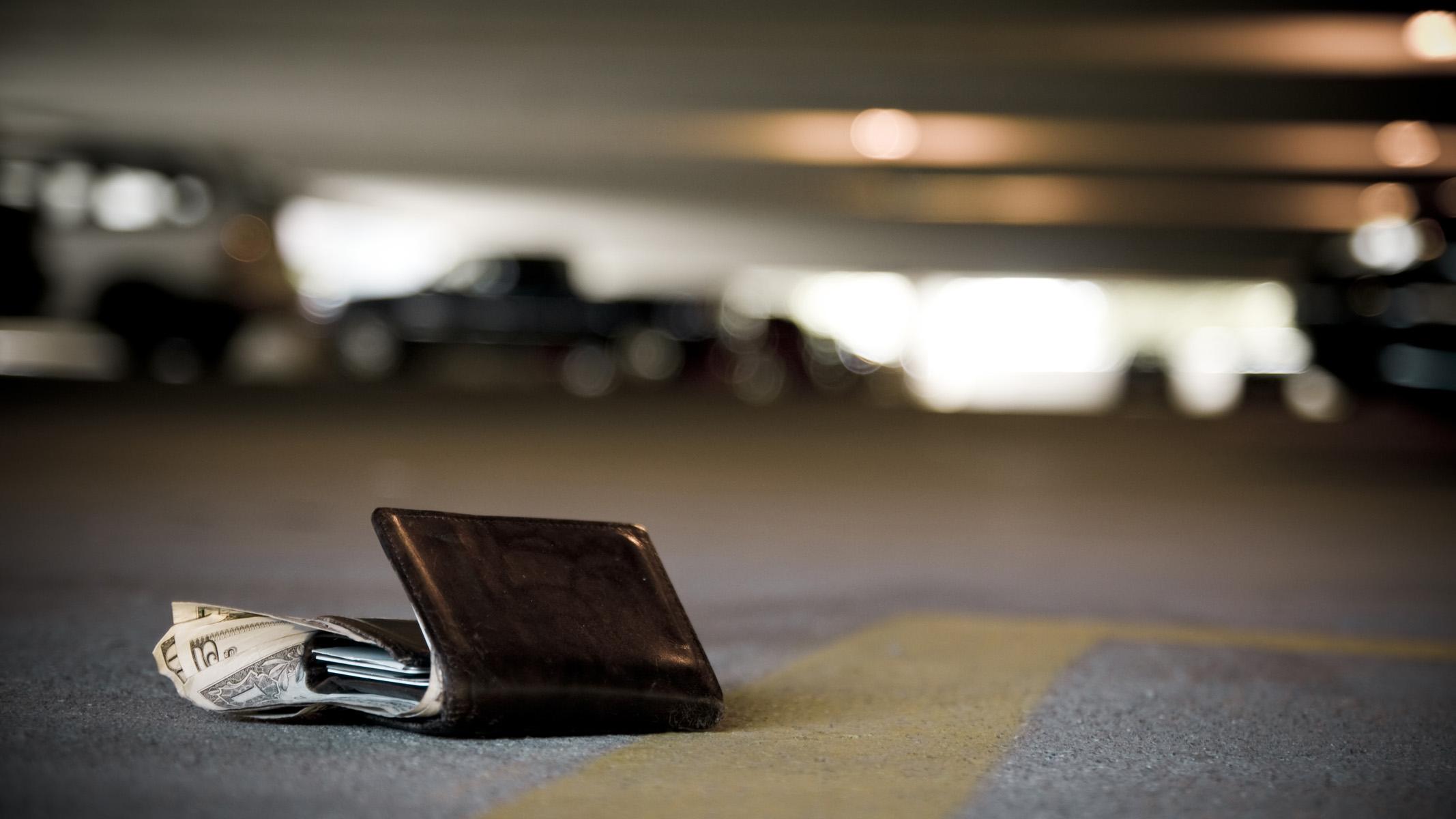 Wallet_on_ground.jpg