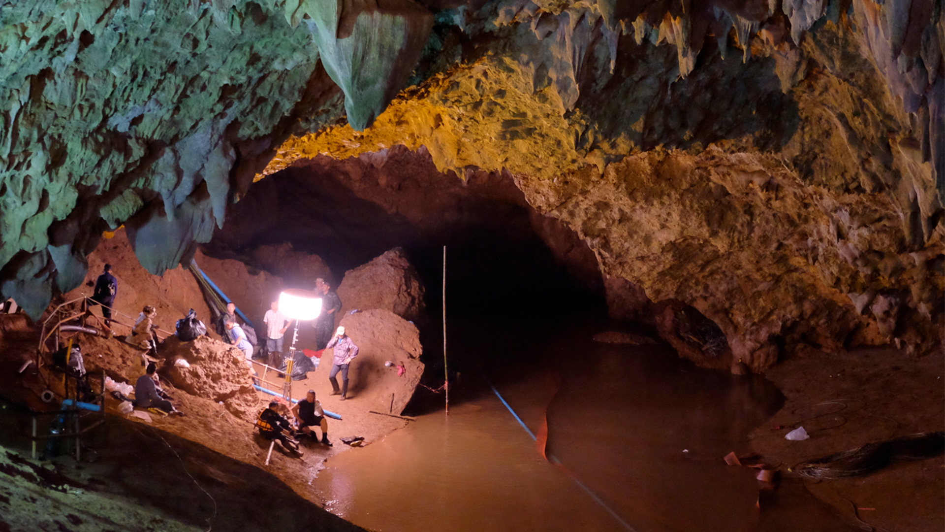 Rescue of soccer team in Thailand Cave